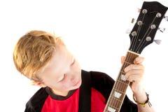 Αγόρι προ-εφήβων και μια ηλεκτρική κιθάρα Στοκ φωτογραφία με δικαίωμα ελεύθερης χρήσης