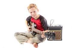 Αγόρι προ-εφήβων και μια ηλεκτρική κιθάρα Στοκ Φωτογραφίες