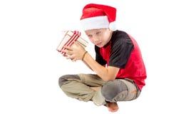 Αγόρι προ-εφήβων με ένα δώρο Χριστουγέννων Στοκ φωτογραφία με δικαίωμα ελεύθερης χρήσης