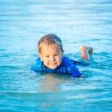 Αγόρι σε μια θάλασσα Στοκ φωτογραφία με δικαίωμα ελεύθερης χρήσης