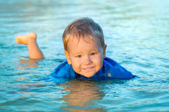 Αγόρι σε μια θάλασσα Στοκ φωτογραφίες με δικαίωμα ελεύθερης χρήσης
