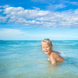 Αγόρι σε μια θάλασσα Στοκ εικόνα με δικαίωμα ελεύθερης χρήσης