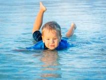 Αγόρι σε μια θάλασσα Στοκ Φωτογραφίες