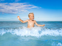 Αγόρι σε μια θάλασσα Στοκ Εικόνα