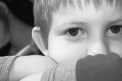 αγόρι σκεπτικό Στοκ Φωτογραφία