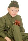 Αγόρι στα ενδύματα του στρατιώτη στοκ εικόνα