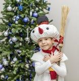 Αγόρι στα κοστούμια καρναβαλιού των χιονανθρώπων Στοκ Φωτογραφία