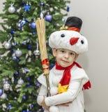 Αγόρι στα κοστούμια καρναβαλιού των χιονανθρώπων Στοκ Φωτογραφίες