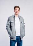 Αγόρι στα τζιν και το σακάκι, νεαρός άνδρας, πυροβολισμός στούντιο Στοκ εικόνα με δικαίωμα ελεύθερης χρήσης