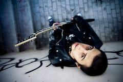 Αγόρι στην αστική ανασκόπηση στοκ εικόνα με δικαίωμα ελεύθερης χρήσης