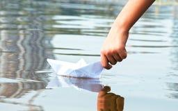 Αγόρι στη βάρκα Στοκ φωτογραφίες με δικαίωμα ελεύθερης χρήσης