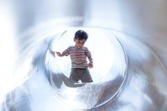 Αγόρι στη σήραγγα Στοκ φωτογραφία με δικαίωμα ελεύθερης χρήσης