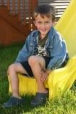Αγόρι στη φωτογραφική διαφάνεια Στοκ εικόνα με δικαίωμα ελεύθερης χρήσης