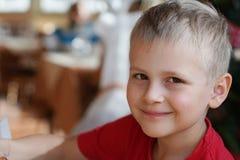 Αγόρι στον καφέ Στοκ φωτογραφίες με δικαίωμα ελεύθερης χρήσης