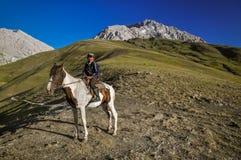 Αγόρι στο άλογο στο Κιργιστάν Στοκ Εικόνες