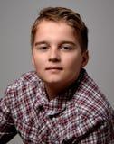 Αγόρι στο ελεγμένο πουκάμισο Στοκ Εικόνες