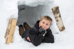 Αγόρι στο κάστρο χιονιού Στοκ φωτογραφίες με δικαίωμα ελεύθερης χρήσης