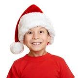 Αγόρι στο πορτρέτο καπέλων αρωγών santa - έννοια Χριστουγέννων χειμερινών διακοπών Στοκ Φωτογραφίες