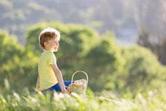 Αγόρι στο χρόνο Πάσχας στοκ εικόνες