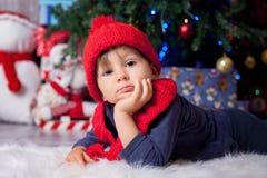 Αγόρι στο χρόνο Χριστουγέννων Στοκ Εικόνες