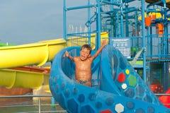 Αγόρι στο aquapark Στοκ εικόνα με δικαίωμα ελεύθερης χρήσης