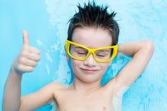 Αγόρι στο aquapark Στοκ φωτογραφίες με δικαίωμα ελεύθερης χρήσης