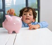 αγόρι τραπεζών piggy Στοκ Εικόνες