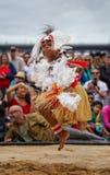 Αγόρι των Islander στενών Torres στο παραδοσιακό κοστούμι στοκ εικόνες
