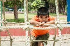 Αγόρι λυπημένο μόνο στην παιδική χαρά Στοκ Φωτογραφίες