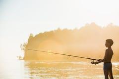 Αγόρι ψαράδων με την περιστροφή Στοκ φωτογραφία με δικαίωμα ελεύθερης χρήσης