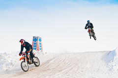 Αγώνας χειμερινών μοτοσικλετών μοτοκρός Στοκ φωτογραφία με δικαίωμα ελεύθερης χρήσης
