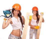 Αδελφές Διδυμων με ένα ηλεκτρικό πριόνι Στοκ Φωτογραφία