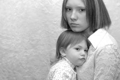 αδελφές μητέρων εφηβικές Στοκ Φωτογραφία