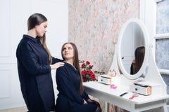 Αδελφές στον καθρέφτη Στοκ Εικόνα