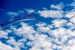 Αεριωθούμενα αεροπλάνα αέρα στον ουρανό Στοκ Εικόνες