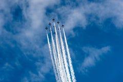 Αεριωθούμενα αεροπλάνα αέρα στον ουρανό Στοκ φωτογραφία με δικαίωμα ελεύθερης χρήσης