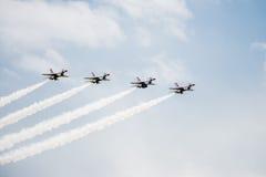 Αεριωθούμενα αεροπλάνα πολεμικό αεροσκάφος F-16 σε ένα Airshow Στοκ εικόνες με δικαίωμα ελεύθερης χρήσης