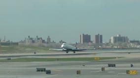 Αεριωθούμενη προσγείωση αεροπλάνων σε αργή κίνηση απόθεμα βίντεο