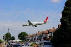 Αεριωθούμενοι εναέριοι διάδρομοι Boeing 777 στην προσέγγιση στον αερολιμένα Heathrow Στοκ Εικόνες
