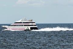 Αεριωθούμενο αεροπλάνο θάλασσας από το διαγώνιο υγιές πορθμείο Στοκ φωτογραφία με δικαίωμα ελεύθερης χρήσης