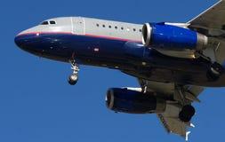 αεριωθούμενο αεροπλάνο προσέγγισης Στοκ φωτογραφία με δικαίωμα ελεύθερης χρήσης
