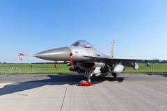 Αεριωθούμενο αεροπλάνο πολεμικό αεροσκάφος F-16 USAF στοκ εικόνες