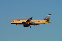 Αεριωθούμενο μπλε αεριωθούμενο αεροπλάνο αερογραμμών Στοκ εικόνα με δικαίωμα ελεύθερης χρήσης