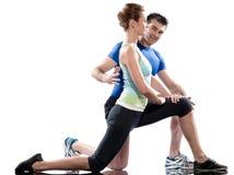 αεροβική γυναίκα εκπαιδευτών ανδρών τοποθετώντας workout στοκ φωτογραφία με δικαίωμα ελεύθερης χρήσης