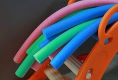 αεροβικό χρωματισμένο aqua noodles εξοπλισμού ύδωρ χρωματισμένα νουντλς aqua στοκ εικόνες με δικαίωμα ελεύθερης χρήσης