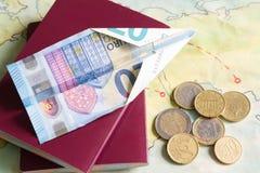 Αερογραμμές χαμηλότερου κόστους με το αεροπλάνο και την ευρο- έννοια χρημάτων Στοκ φωτογραφίες με δικαίωμα ελεύθερης χρήσης