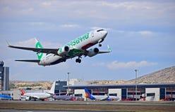 Αερολιμένας της Αλικάντε αεροπλάνων Transavia Στοκ Φωτογραφία