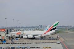 Αερολιμένας Schiphol του Άμστερνταμ οι Κάτω Χώρες - 14 Απριλίου 2018: A6-EDU airbus εμιράτων A380 Στοκ εικόνες με δικαίωμα ελεύθερης χρήσης