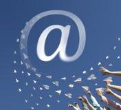Αεροπλάνα εγγράφου ως ηλεκτρονικό ταχυδρομείο συμβόλων στοκ εικόνα με δικαίωμα ελεύθερης χρήσης
