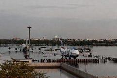 αεροπλάνα που πλημμυρίζ&omicr στοκ εικόνα με δικαίωμα ελεύθερης χρήσης